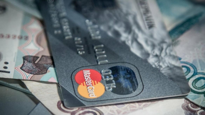 Мошенники за сутки сняли со счетов более 300 тысяч рублей