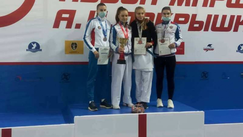 2 место на всероссийских соревнованиях по каратэ заняла Валерия Голубева