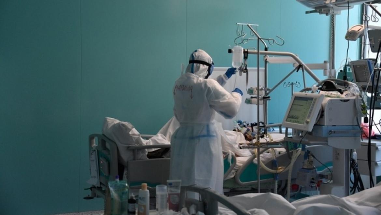Оренбургские врачи награждены за труд в условиях пандемии
