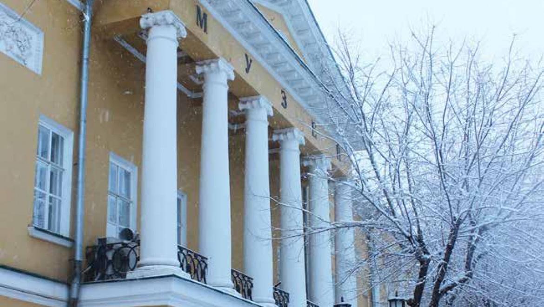В губернаторском музее открывается выставка «#ВечныеКниги»