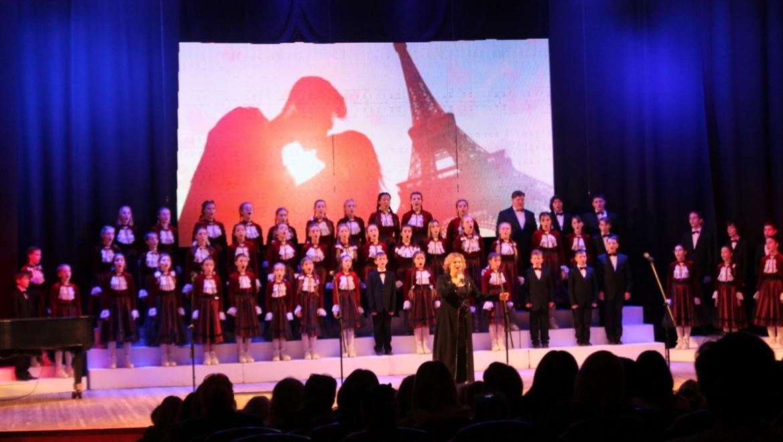 Детский хор «Новые имена» концерт посвятил медикам Оренбуржья