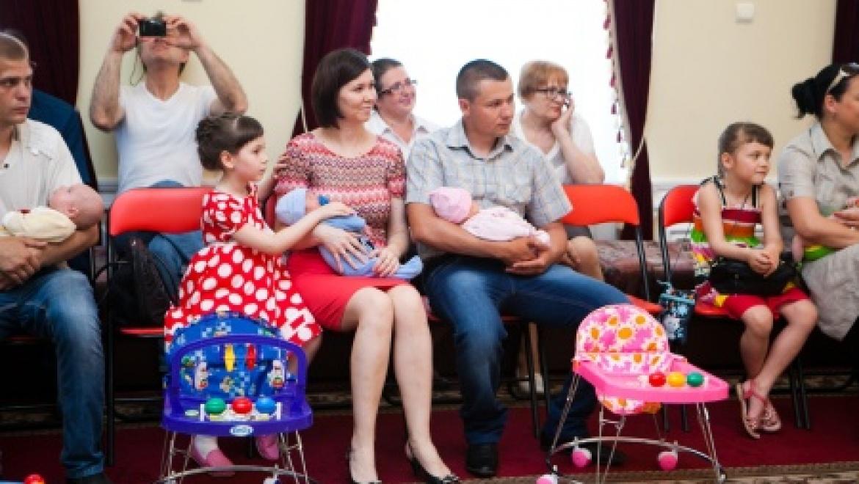 Сегодня чествовали оренбургские семьи,  в которых родились двойни и близнецы