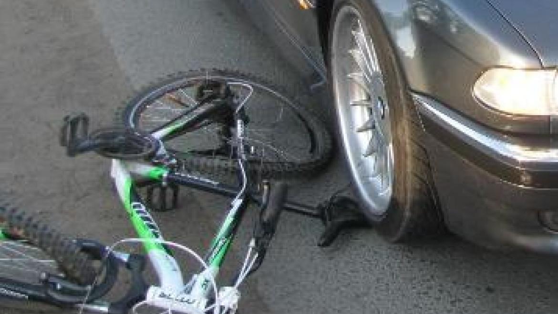 """Водитель на """"BMW"""" сбил велосипедиста"""
