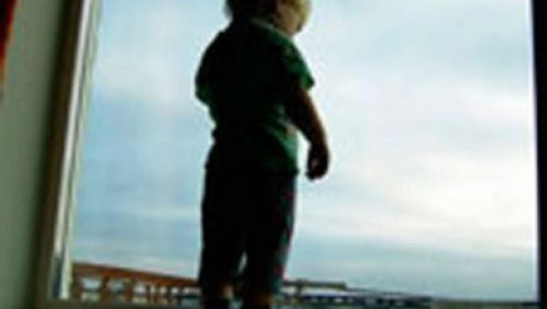 В Оренбургской области складывается крайне тревожная ситуация, связанная с падением малолетних детей дошкольного возраста из окон