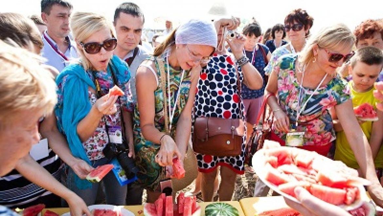 В Соль-Илецке зафиксировано самое массовое в России единовременное поедание арбузов