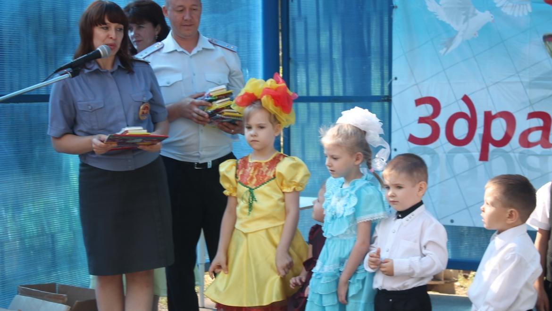 Полиция поздравили воспитанников детского приюта «Лучик» с наступающим учебным годом