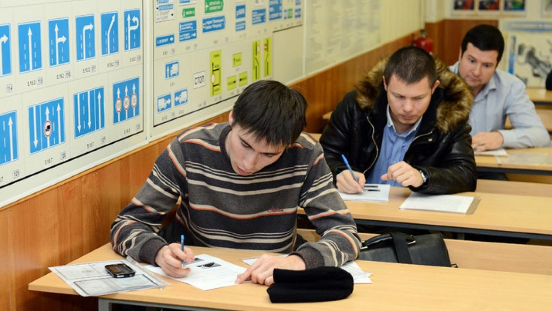 Водители ЧМ-2015 сдадут экзамен по вождению и тест по английскому языку