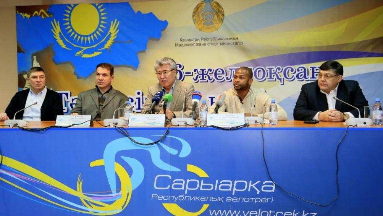 Чемпионы мира по боксу Рой Джонс-младший и Олег Маскаев прибыли с визитом в Казахстан