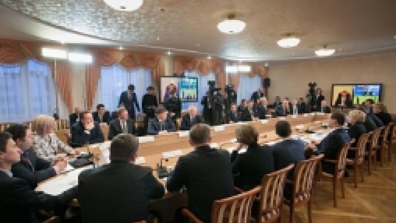 Рустэм Хамитов выступил на совещании о первоочередных антикризисных мерах в сфере здравоохранения