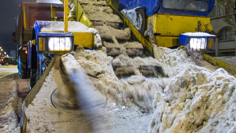 За минувшие сутки с улиц Казани было вывезено около 12 тыс.тонн снега и смета
