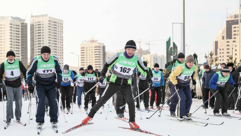 Государственные служащие сдают тесты Первого Президента РК-Лидера нации по лыжному спорту