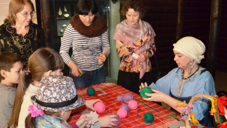 8 марта Нацмузей РТ приглашает на квест-игру «Женщина во все времена»