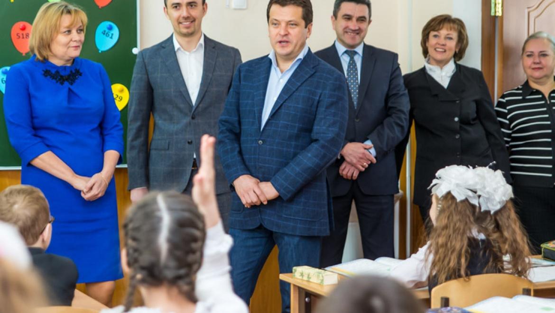 Ильсур Метшин посетил центр бадминтона в гимназии №3 Кировского района