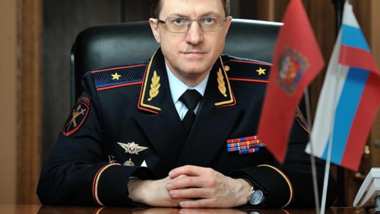 Михаил Давыдов решил наградить полицейских за спасение людей из горящего дома