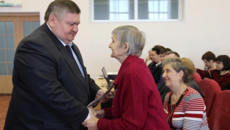 Сергей Балыкин вручил ветеранам войны сертификаты на приобретение жилья