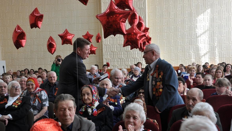 В Северном округе ветеранам вручены памятные медали