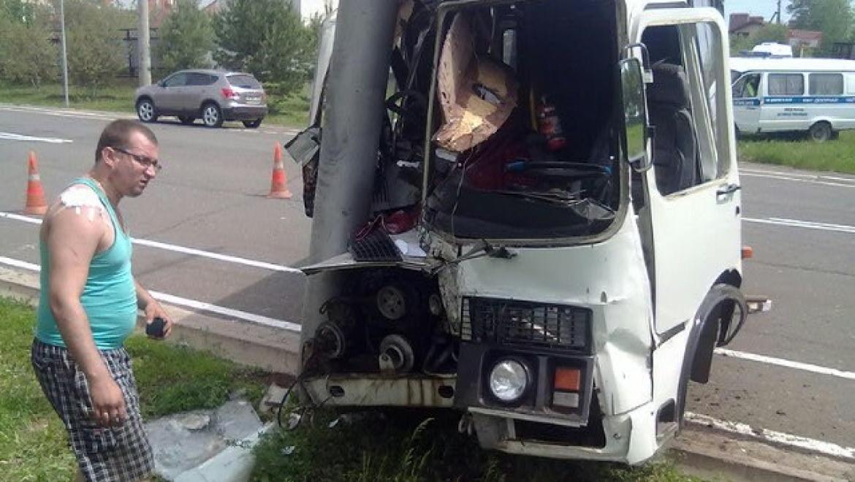 Пассажирский автобус попал в аварию, пассажиры госпитализированы