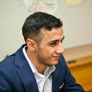 Губернатор Юрий Берг поздравил с победой боксера Габила Мамедова