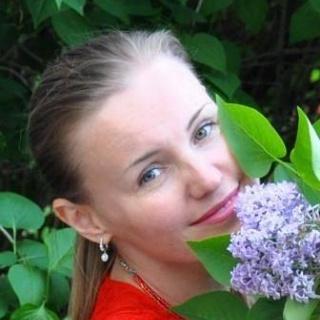 Писательница Вероника Ткачева передала книги в дар сельской библиотеке