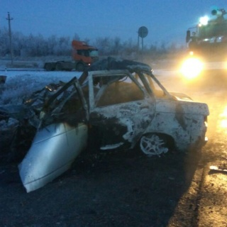 В результате ДТП в автомобиле сгорели три человека