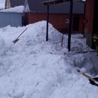 Пожарные спасли мужчину из снежной ловушки