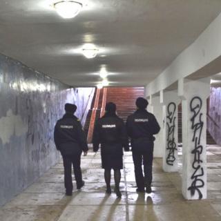 Полицейские выявили запретные надписи на фасадах домов и зданий Оренбурга