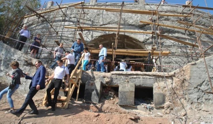Журналистам показали как идет реконструкция спуска к Уралу