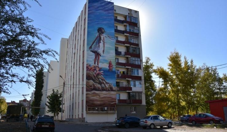 Граффити украсят дом на улице Салмышской и ограждение на площади Ленина